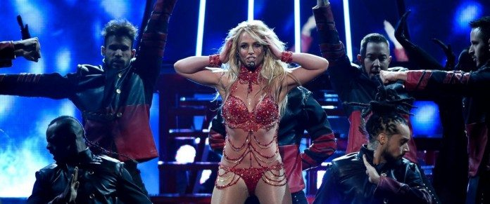 britney-spears-bbma-2016-performance