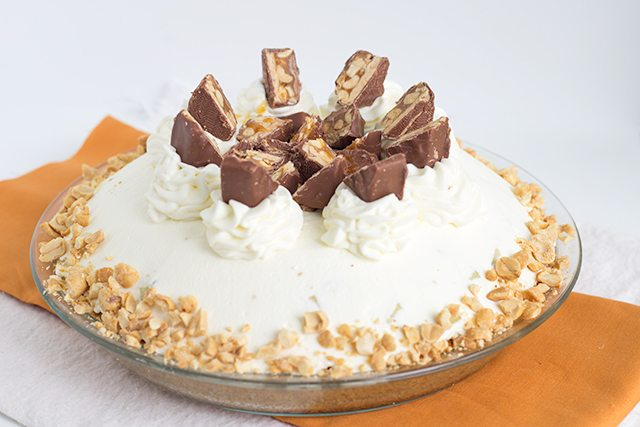 snickers-caramel-pie