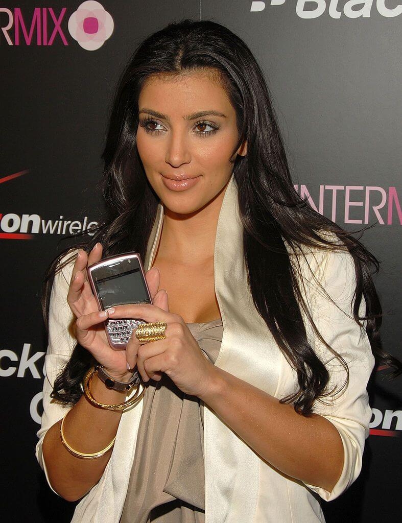 Kim Kardashian promoting BB curve pink