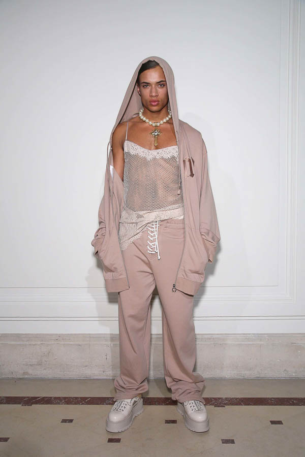 rihanna_fenty_x_puma_collection_paris_fashion_week_2