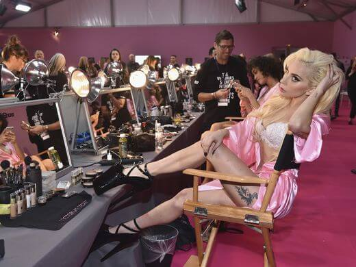 2016-victorias-secret-fashion-show-backstage