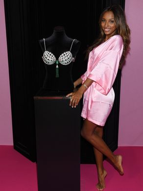 2016-victorias-secret-fashion-show-backstage-9