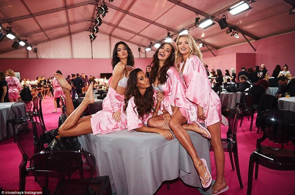backstage-victoria-secret-fashion-show-2016