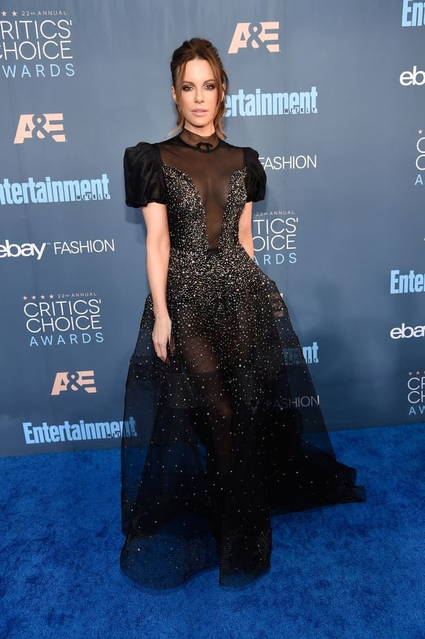 kate_beckinsale_critics_choice_awards_2016