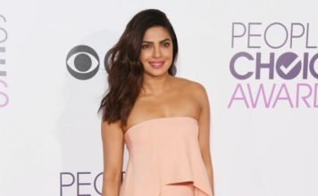 peoples_choice_awards_2017_priyanka_chopra_red_carpet