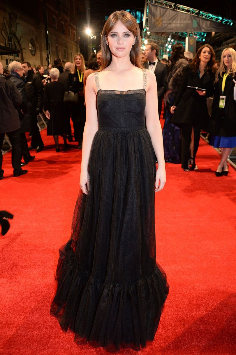 felicity-jones-baftas-2017-red-carpet