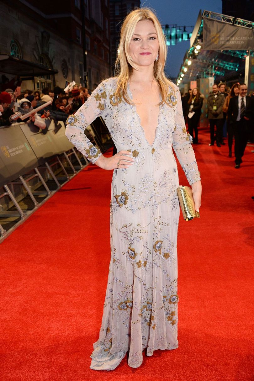 julia-stiles-baftas-2017-red-carpet