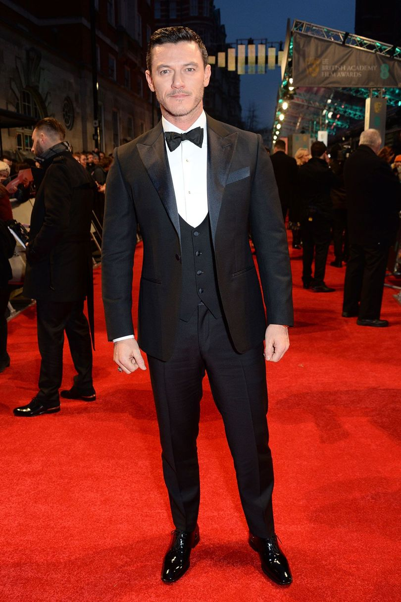 luke-evans-baftas-2017-red-carpet