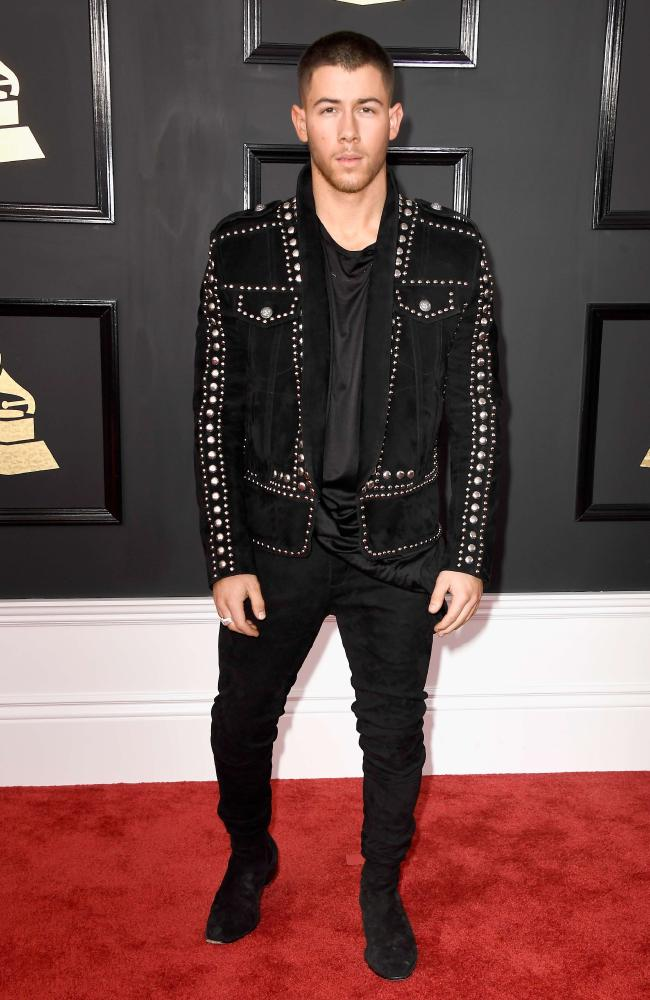 nick-jonas-grammy-awards-2017-red-carpet