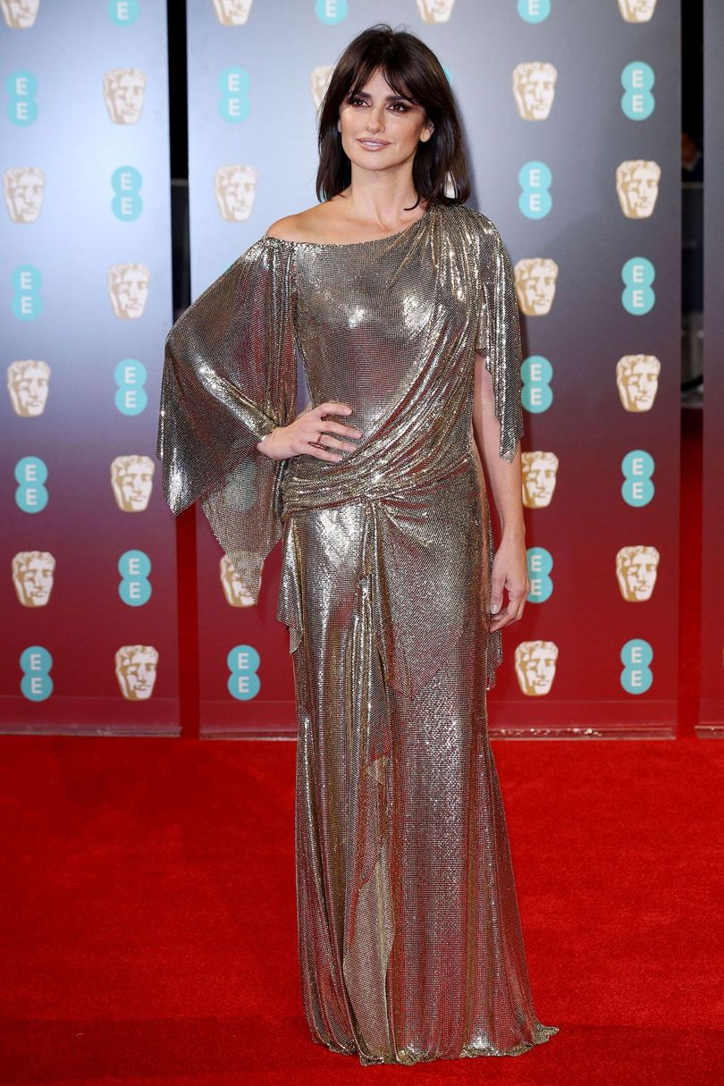 penelope-cruz-baftas-2017-red-carpet