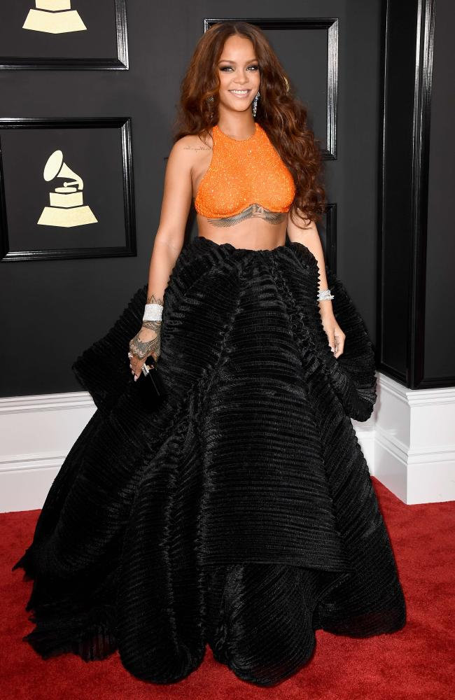 rihanna-grammy-awards-2017-red-carpet