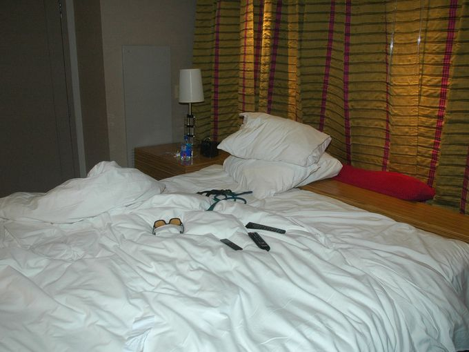 The hotel room bed of Chris Cornell