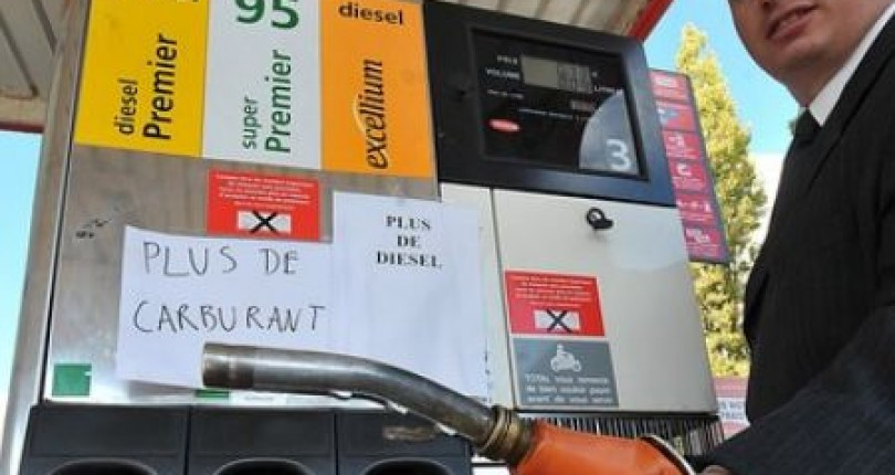1500 Filling Stations Running Out Of Fuel Amidst France Strikes